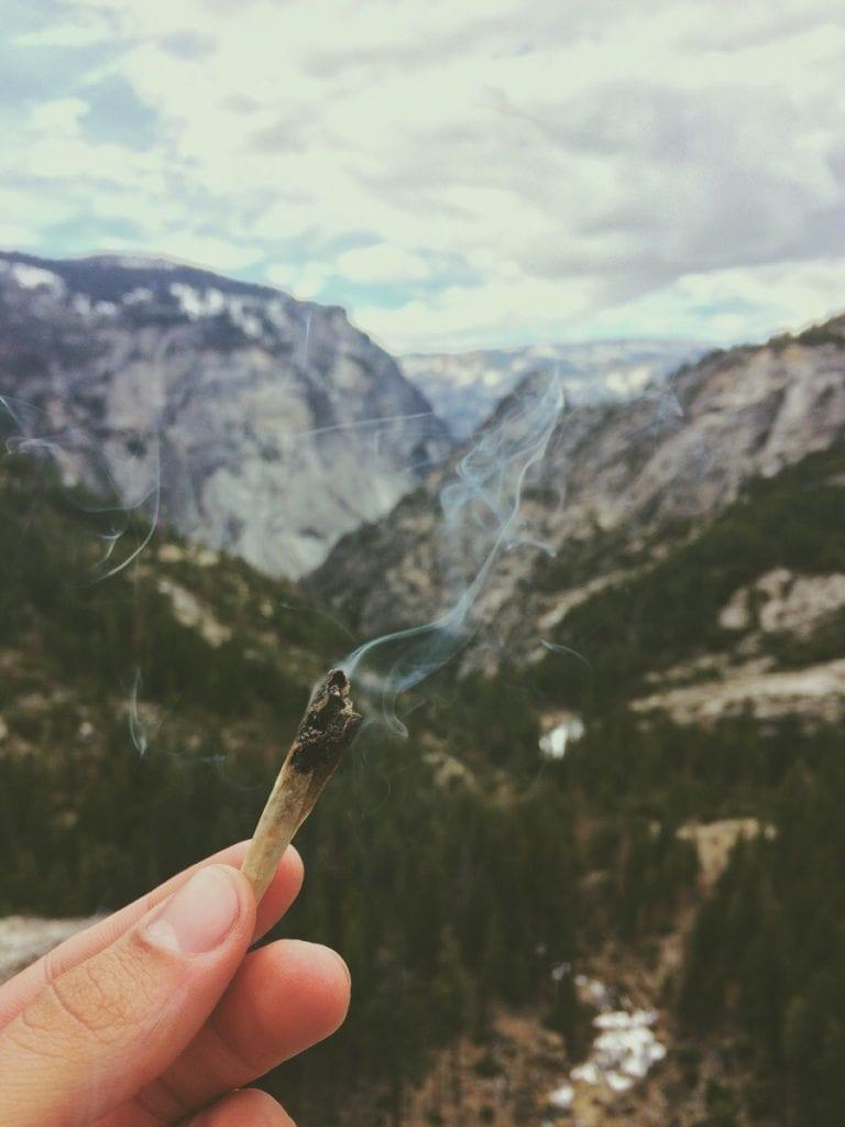 spoty do palenia marihuany